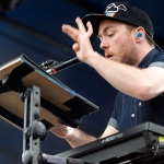 Chvrches_LANEWAY2014_RNAShowgrounds_31012014_047